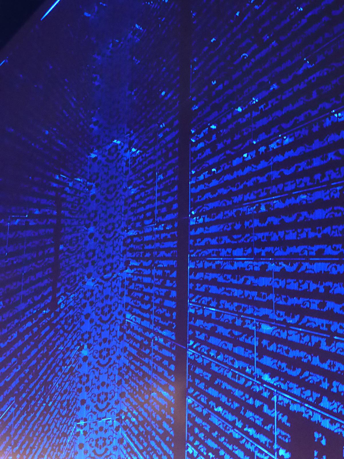 Détail rétro-éclairage, pignon des reliures, place Louis Rey
