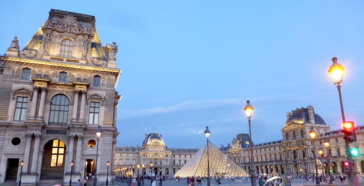 Cour Napoléon et Pyramide du Louvre, Musée du Louvre, Paris, France - illumination - Architecte : Ieoh Ming Pei - Ingénieur : Roger Nicolet © Vincent Laganier