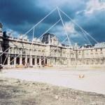 Simulation de la Pyramide dans la cour Napoléon, mai 1985 © Musée du Louvre (fonds EPGL), Patrice Astier