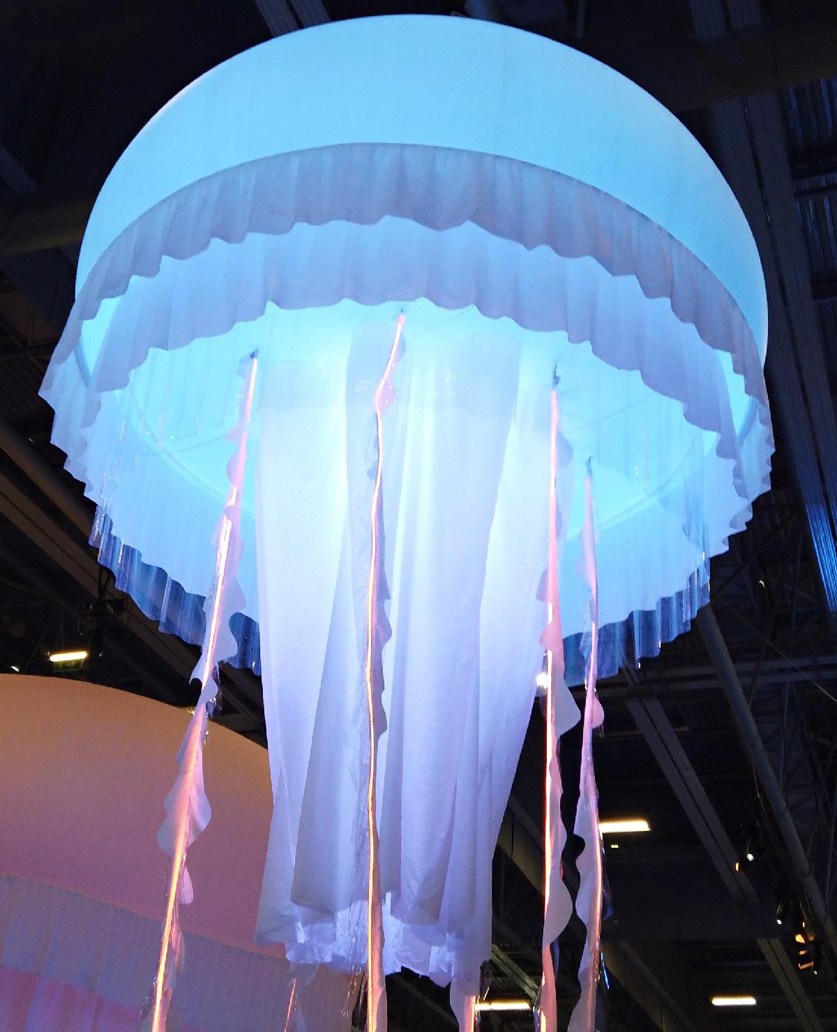 Méduses géantes, La mer XXL, exposition, Nantes - artiste scénographe : Philippe Jouillat © Robert Laganier