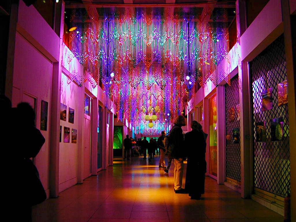 Galerie des Terreaux, Lyon - exposition : La lumière dans l'art avec des artistes plasticiens - Festival Lyon Lumières 1999, 1ère Fête des Lumières © Vincent Laganier