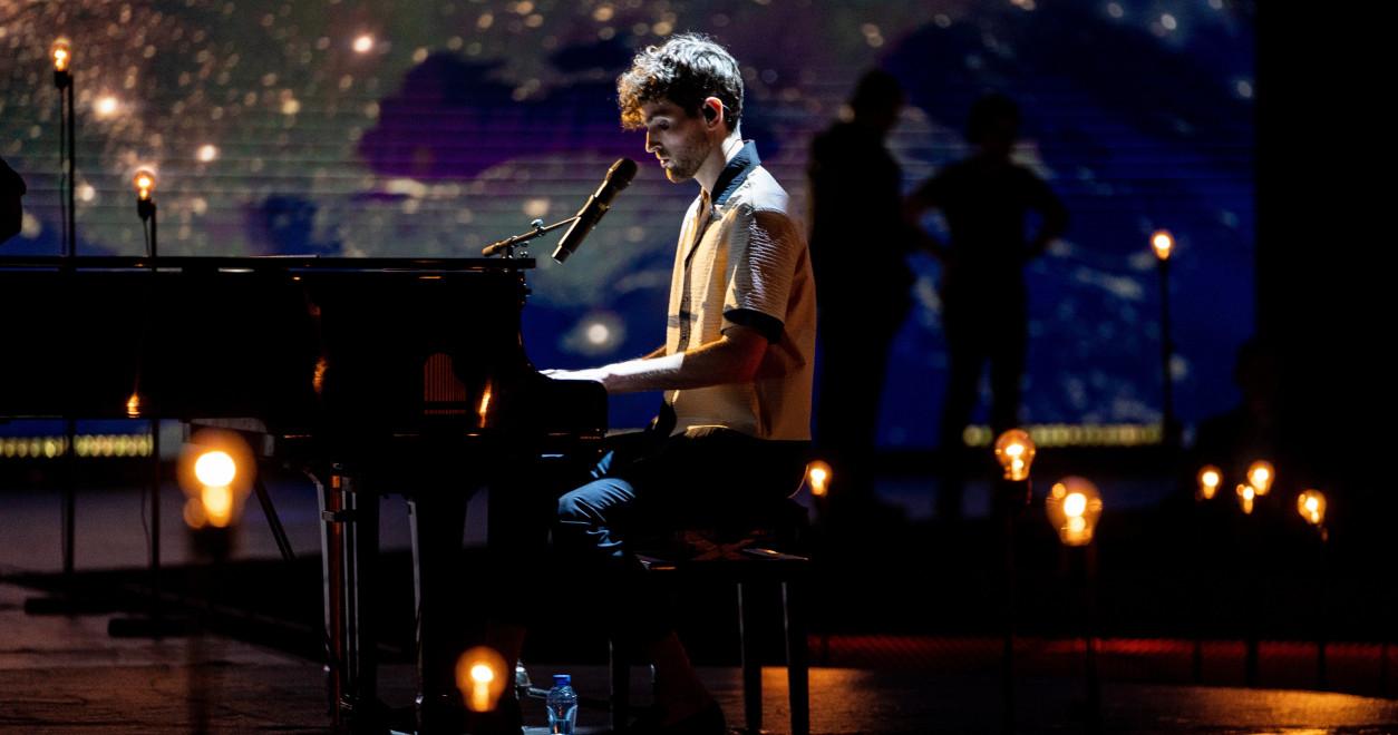 Eurovision 2020, Europe Shine A Light - Chanteur : Duncan Laurence, Pays-Bas