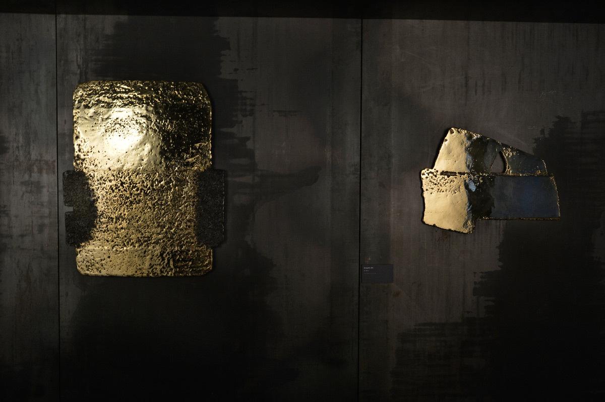 Lumière sur des bronzes en éclairage indirect