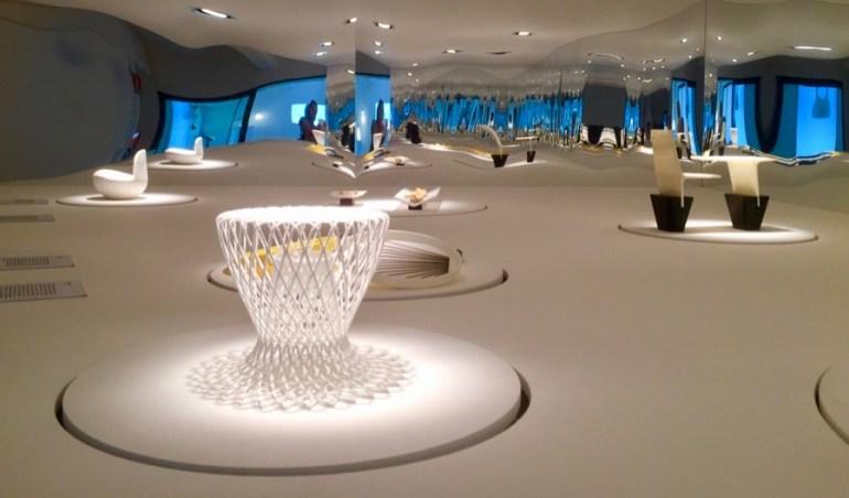 A Apex usou um espaço grande e maravilhoso para mostrar o design brasileiro. Só achei que as legendas das peças tinham poucas informações (somente o nome e o autor; nada mais escrito). Mas a curadoria e a apresentação estavam belíssimas!