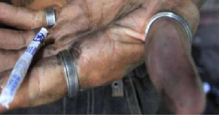 Via Prè in mano a loro, ora il crack lo spacciano anche i minorenni senegalesi