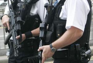 agente ferisce 13enne con pistola giocattolo