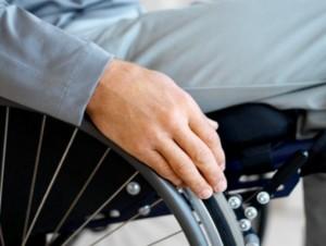 Truffavano disabili con false promesse di cura