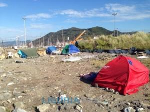Campo nomadi abusivo sgomberato a Chiavari