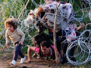 Grecia, centinaia di migranti cercano di entrare in Macedonia