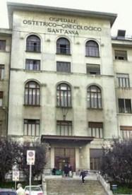 Nella foto, l'ingresso dell'ospedale Sant'Anna di Torino