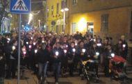 Certosa, 300 manifestanti alla fiaccolata per Giuseppe Buttaro