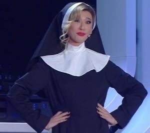 Belen vestita da suora a Sanremo 2016