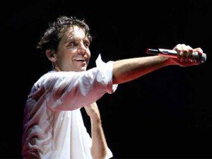 Mika durante il concerto di ieri sera a Genova