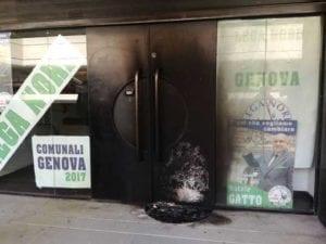 Raid contro il point della Lega Nord in via Fieschi