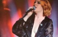 #Sanremo2018 - Noemi come Michelle Hunziker, abito super hot con scollatura vertiginosa
