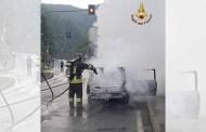 Campoligure, auto in fiamme in via Gramsci