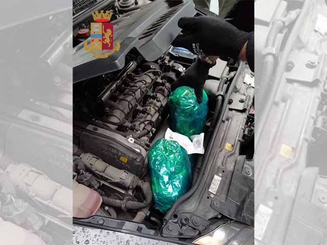 In Auto Con 25 Kg Di Marijuana E 70 Grammi Di Cocaina Arrestato