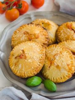 mini pite s mozzarellom i rajčicom (5)