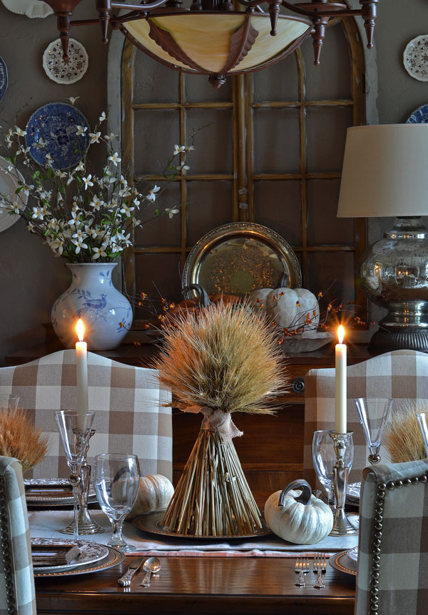 thanksgiving-table-with-wheat-bundles