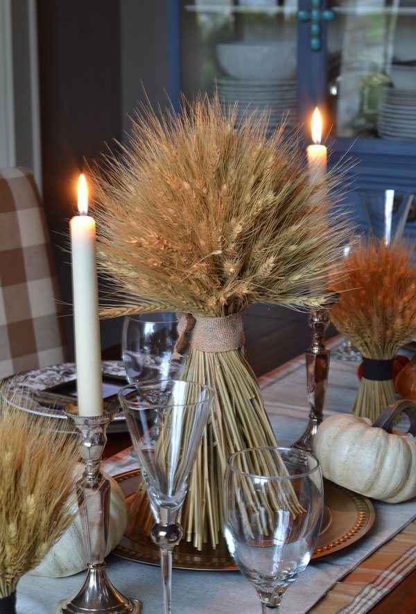 wheat-bundle-and-candles-thanksgiving-table