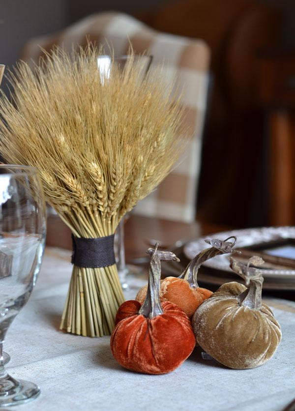wheat-bundle-and-velvet-pumpkins-thanksgiving-tablescape