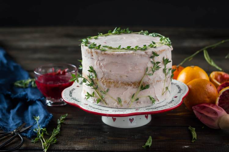 Blood orange and thyme cake with blood orange curd | lilcupcakemonkey.com