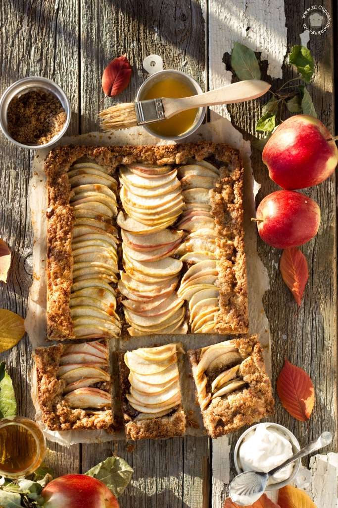 apple galette with rye crust and maple cream   lilcupcakemonkey.com