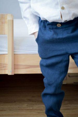 granatowe-eleganckie-spodnie-dla-chlopca-na-gumce-z-obnizonym-krokiem-na-slub-wesele-chrzest-roczek-urodziny-prezent-swieta