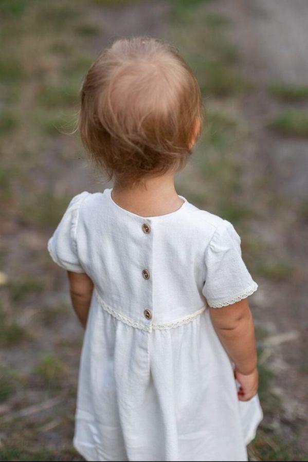 prosta-biala-naturalna-sukienka-do-chrztu-na-roczek-dla-dziecka-za-kolano-polskie-ubranka-dla-dzieci-bawelniana-koronka-koronkowa-lilen