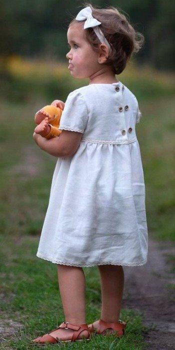 biala-sukienka-dla-dziewczynki-na-chrzest-slub-wesele-roczek-w-stylu-naturalnym-vintage-bez-braz-szyta-recznie-lilen-amelia