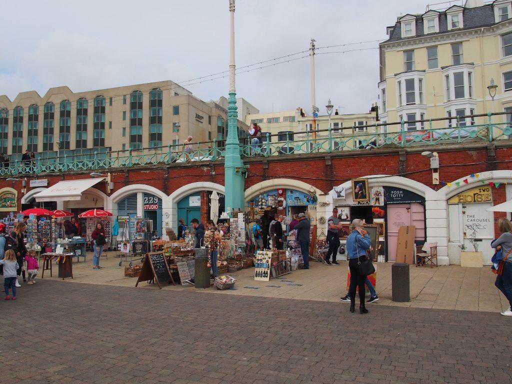 le long de la plage de Brighton