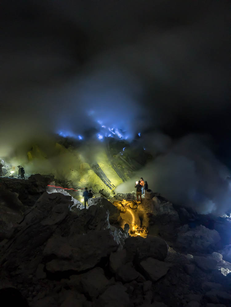 PRACTICAL GUIDE: Kawah Ijen sulphur mine, Indonesia with or without a tour