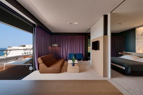 lone-hotel_59