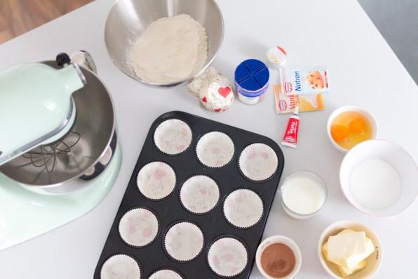 red-velvet-cupcakes-02