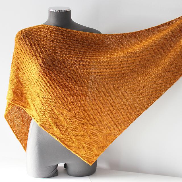 Modele de tricot de chale Uzo de Lilofil