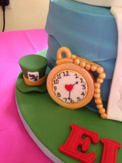 Alice-in-Wonderland-cake