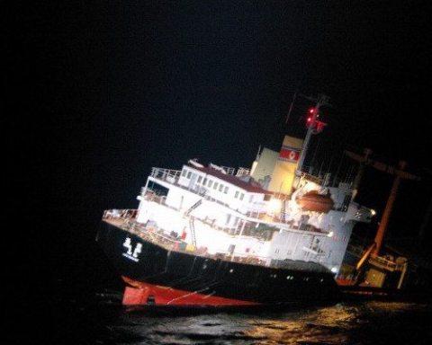 Image Sinking north korean ship
