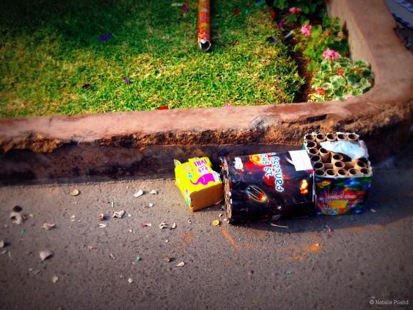Las consecuencias del Año Nuevo, halladas un 1ero de enero, 2013 en La Molina, Lima.