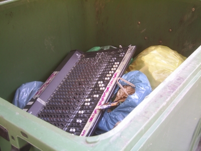mixer_in_garbage.jpg