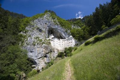 predjama-castle.jpg