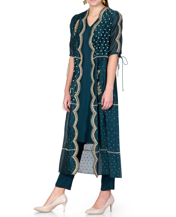embroidered-kurta-set-with-jacket