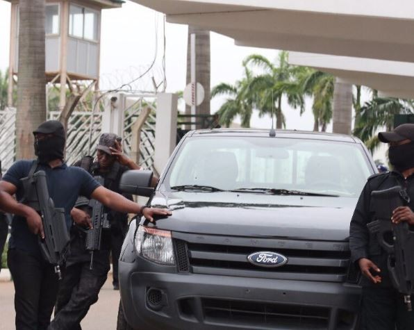 #SaveOurDemocracy trends on Nigerian social media following DSS invasion of the National Assembly