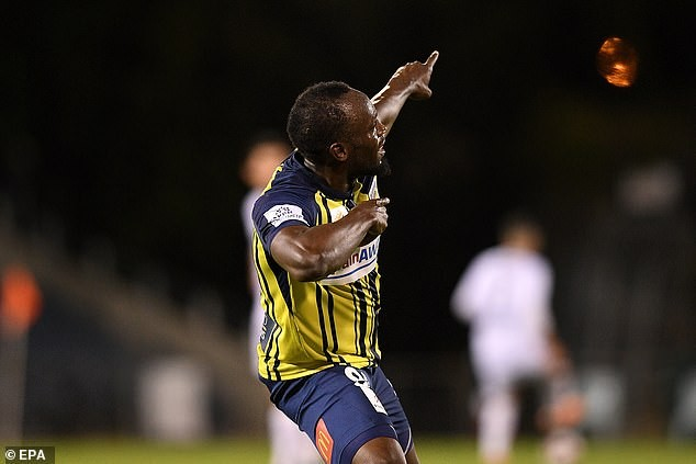 Usain Bolt scores first two goals in professional football(Videos)