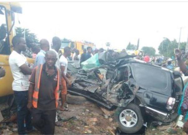 Auto crash alongEnugu - Port Harcourt expressway leave Nine people dead