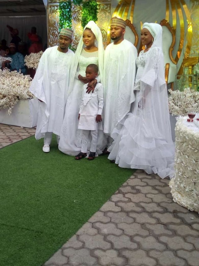 Check out the beautiful First Lady of kogi state looking Glamorously flamboyant in her white outfit for her brothers Wedding lindaikejisblog6