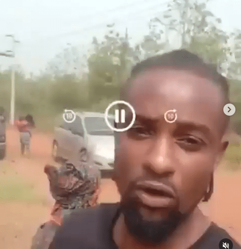 Man curses Governor Makinde as he shares video from scene of an alleged Fulani herdsmen attack he survived with his family