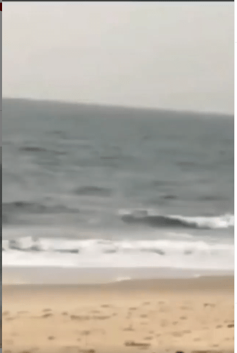 Moment a thief ran into the ocean to escape getting arrested by  Sierra Leonean police