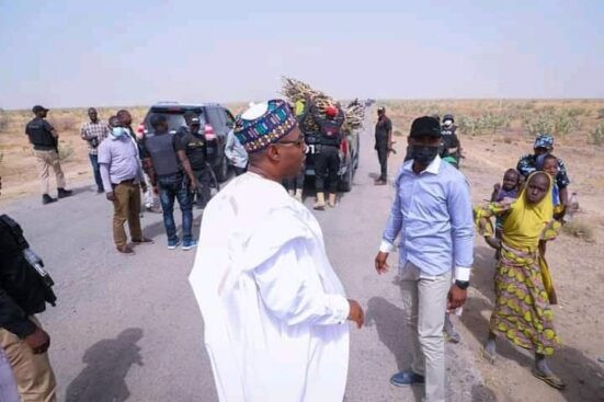Governor Zulum stops his convoy to help women gathering firewood