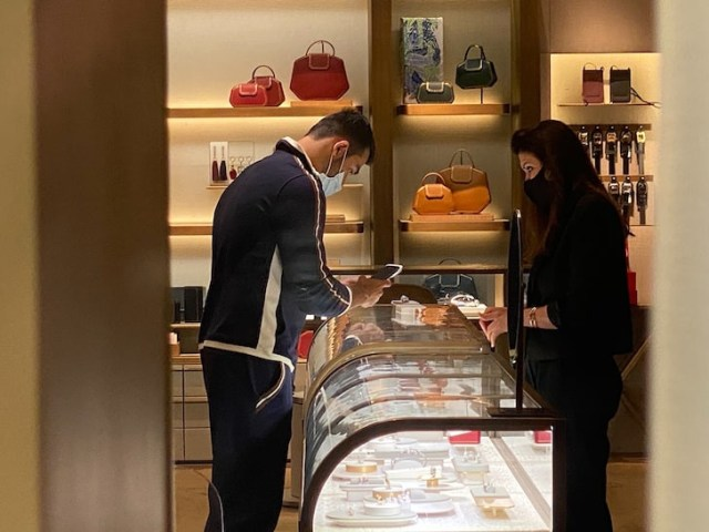 Britney Spears boyfriend, Sam Ashgari spotted shopping for rings at Cartier  1
