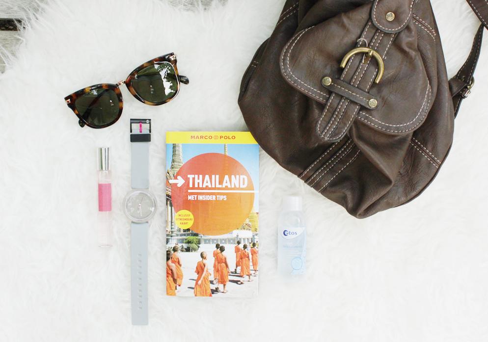 ik ga op reis en ik neem mee travel essentials reis benodigdheden what's in my travel bag backpack reizen lifestyle by linda
